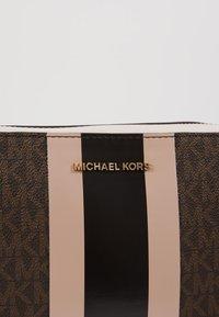 MICHAEL Michael Kors - JET SET CAMERA BAG  - Across body bag - brown - 6