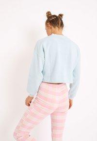 Pimkie - CROPPED MIT SCHRIFTZUG - Sweatshirt - himmelblau - 1