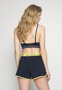 Tommy Hilfiger - SLEEP SHORT - Pyjama bottoms - navy blazer - 2