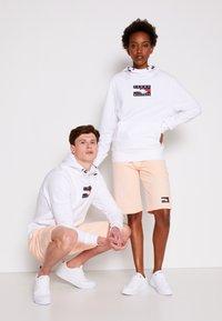 Tommy Hilfiger - ONE PLANET HOODY UNISEX - Sweatshirt - white - 3