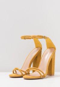Glamorous - Sandały na obcasie - mustard - 4