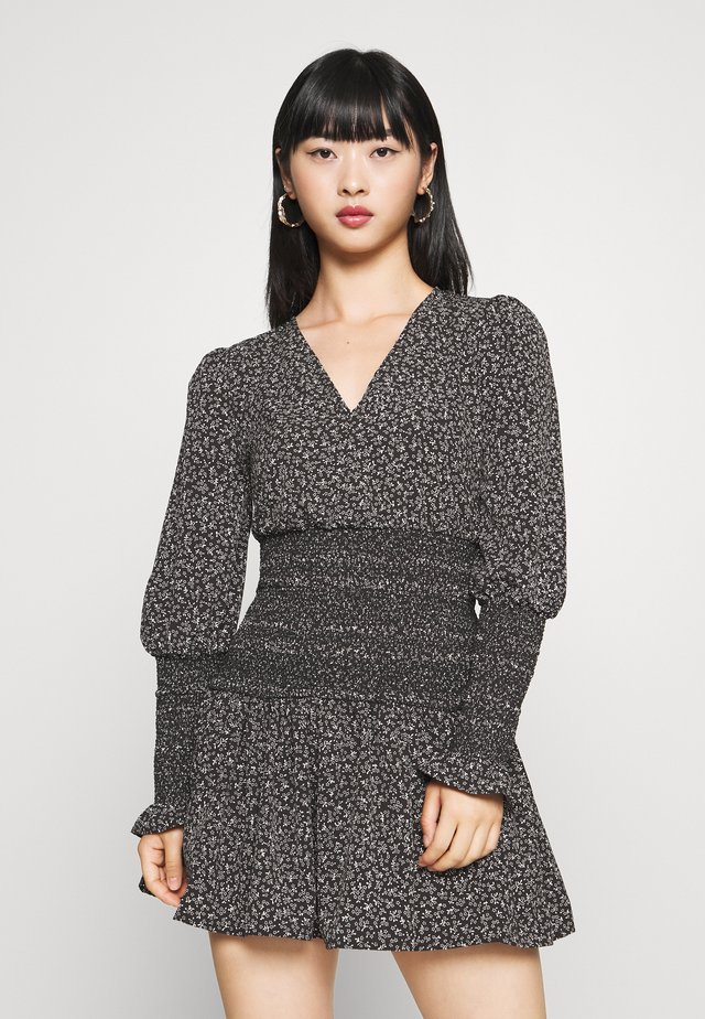 SHIRRED WAIST MINI - Vestido informal - monochrome