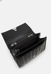 PARFOIS - CROSSBODY CHUCK M - Across body bag - black - 2