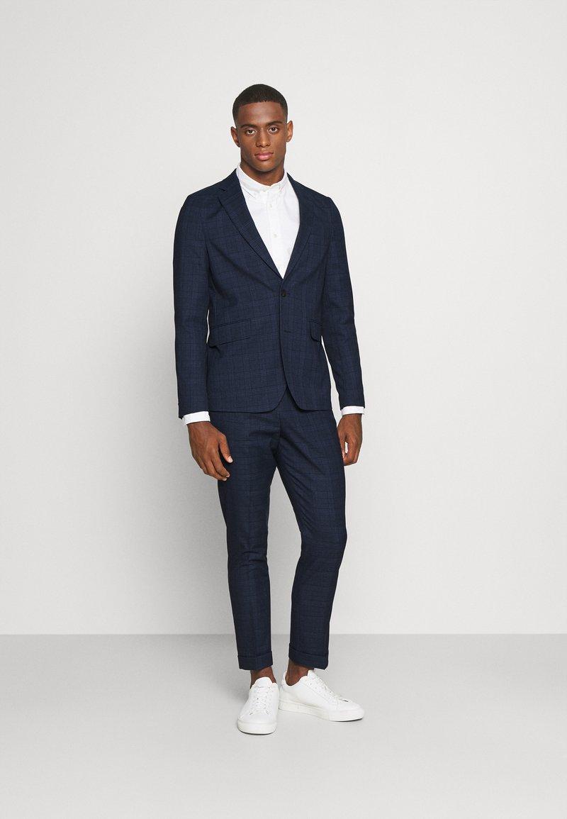 Isaac Dewhirst - BLUE CHECK - Kostym - blue