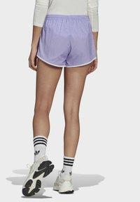 adidas Originals - 3 STRIPES ADICOLORSHORTS - Šortky - light purple - 2