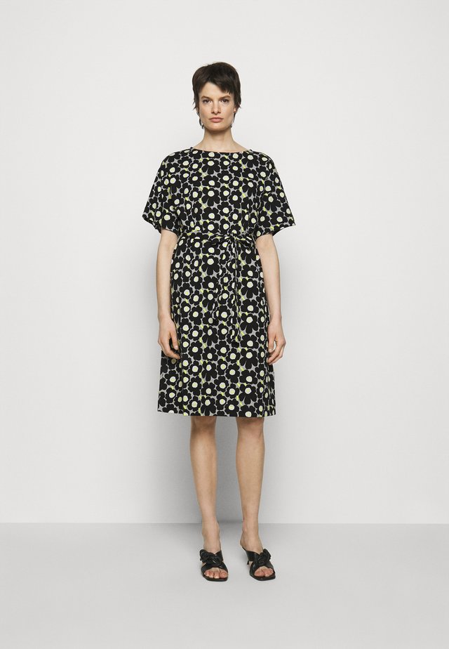 KOLLINEAARI UNIKKO DRESS - Korte jurk - beige/black/yellow
