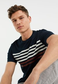 WE Fashion - Print T-shirt - dark blue - 4