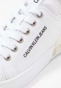 Calvin Klein Jeans - MYRTIE - Trainers - white - 2