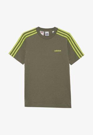 ESSENTIALS 3STRIPES SPORT SHORT SLEEVE TEE - Print T-shirt - olive/light green