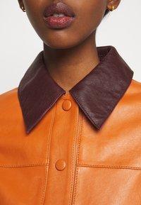 Victoria Victoria Beckham - PANNEL JACKET - Leather jacket - congac brown - 8