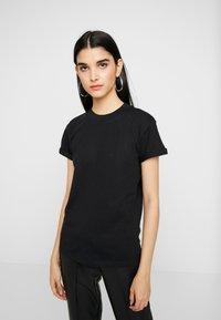 ONLY - ONLCRUZ TEE BOX 2 PACK  - Basic T-shirt - black/white - 3