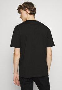 McQ Alexander McQueen - MONSTER DROPPED SHOULDER - Print T-shirt - black - 3