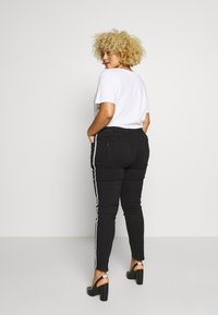 Ciso - 7/8 WITH SIDE-STRIPE - Jeans Skinny Fit - black - 2