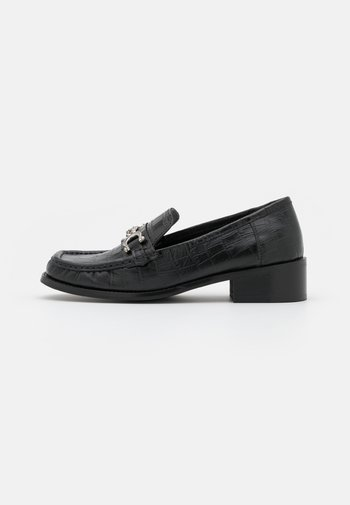 LINCON CHAIN LOAFER