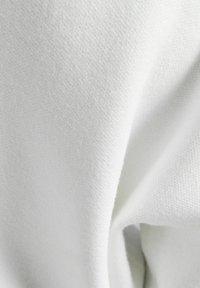 Bershka - MIT SCHLEIFE - Jumper - white - 5
