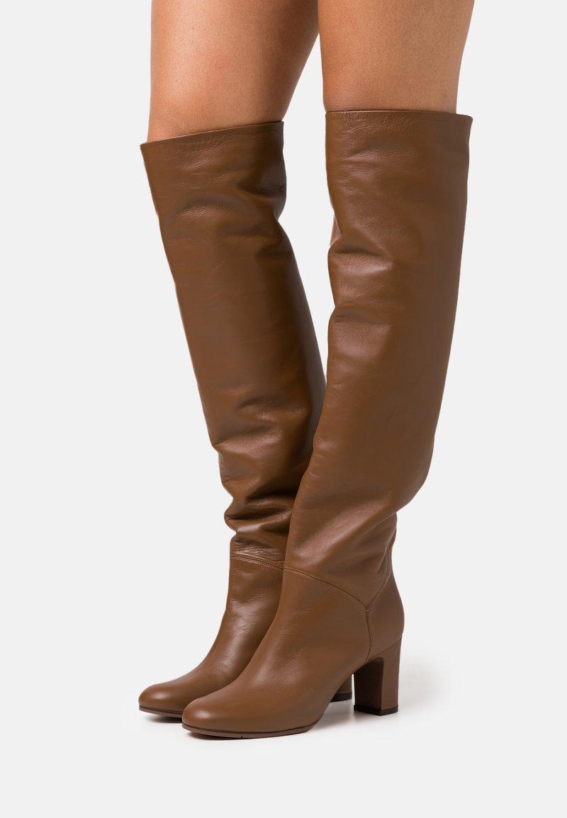 L'Autre Chose - NO ZIP - Over-the-knee boots - camel