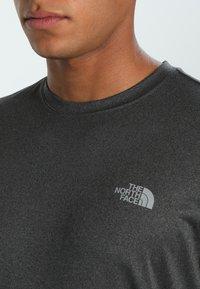 The North Face - MEN'S REAXION AMP CREW - Basic T-shirt - dark grey heather - 5