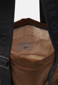 Tiger of Sweden - BLAUE UNISEX - Shopping bag - brown - 3