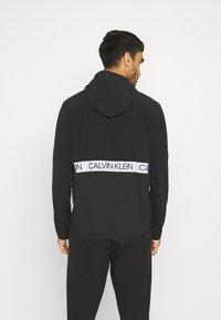 Calvin Klein Performance - MIX FABRIC WINDJACKET - Träningsjacka - black - 2