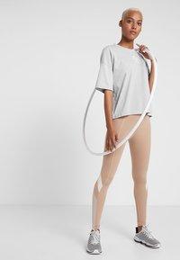 Puma - TEE - Print T-shirt - mottled light grey - 1