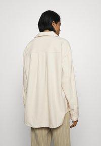 Monki - DIDO - Button-down blouse - beige dusty light - 2