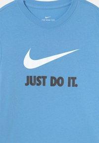 Nike Sportswear - PLUS TEE NEW - Print T-shirt - university blue/white - 2