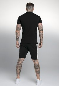 SIKSILK - PREMIUM TAPE - Polotričko - black - 2