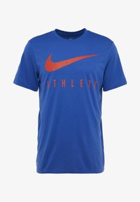 Nike Performance - DRY TEE ATHLETE - T-shirt imprimé - game royal/habanero red - 3