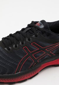 ASICS - GEL NIMBUS 22 - Neutrale løbesko - black/classic red