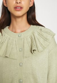 Monki - MIMMI  - Strikjakke /Cardigans - green - 6