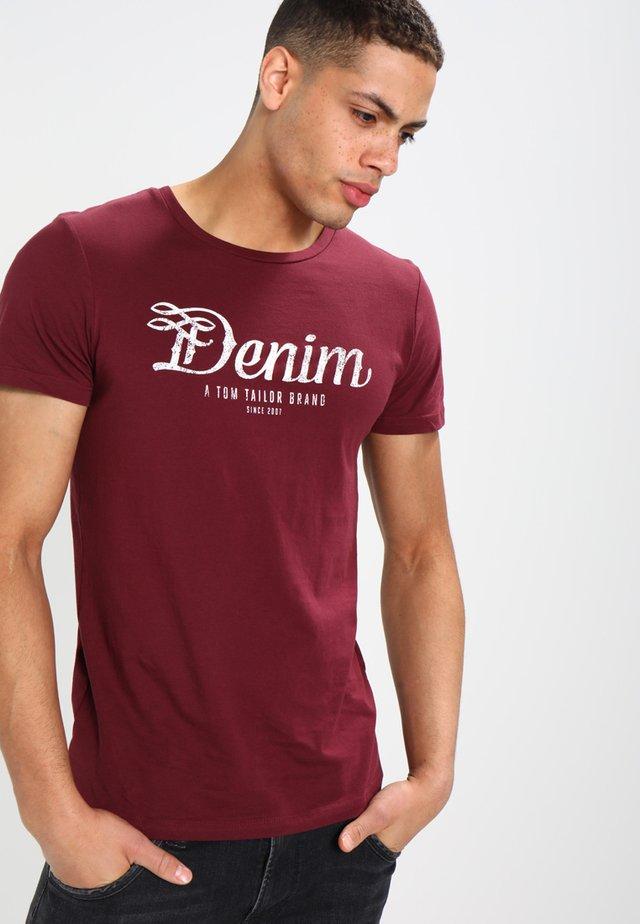 CREWNECK TEE - T-shirt med print - deep burgundy red