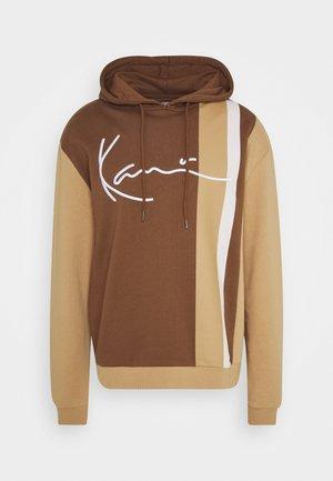 SIGNATURE BLOCK HOODIE - Jersey con capucha - brown
