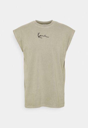 SMALL SIGNATURE WASHED TEE - Print T-shirt - dark green