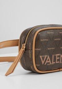 Valentino Bags - LIUTO - Rumpetaske - brown - 4