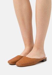 Loeffler Randall - ZOSIA - Pantofle - timber - 0