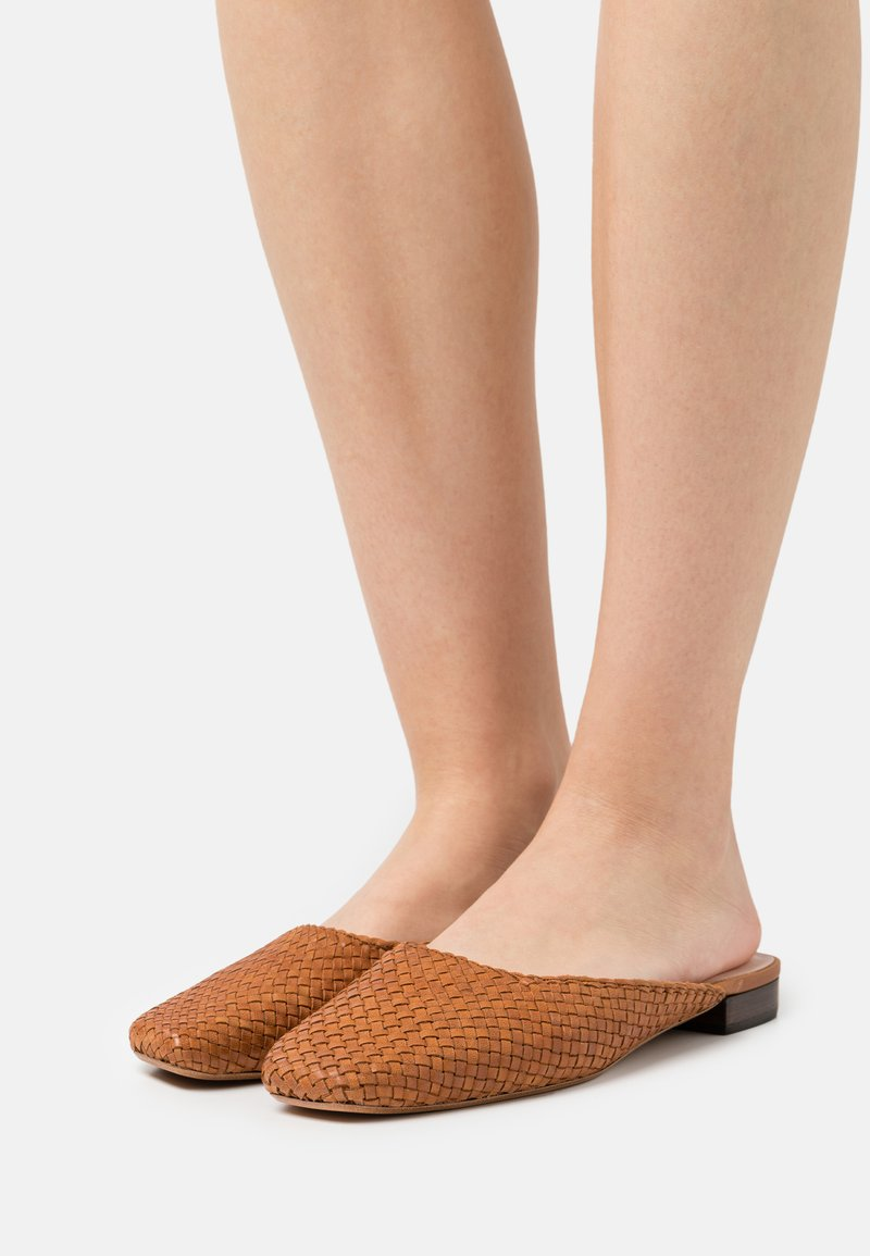Loeffler Randall - ZOSIA - Pantofle - timber