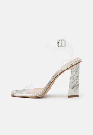 VERITY - Sandalen met hoge hak - white