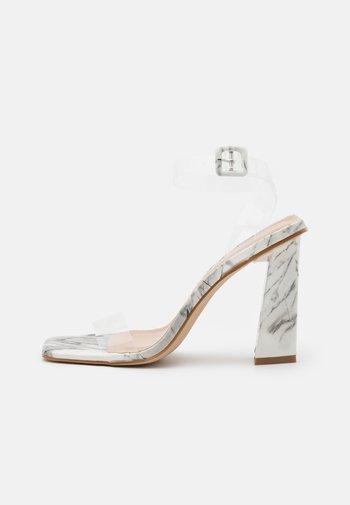 VERITY - Sandaler med høye hæler - white