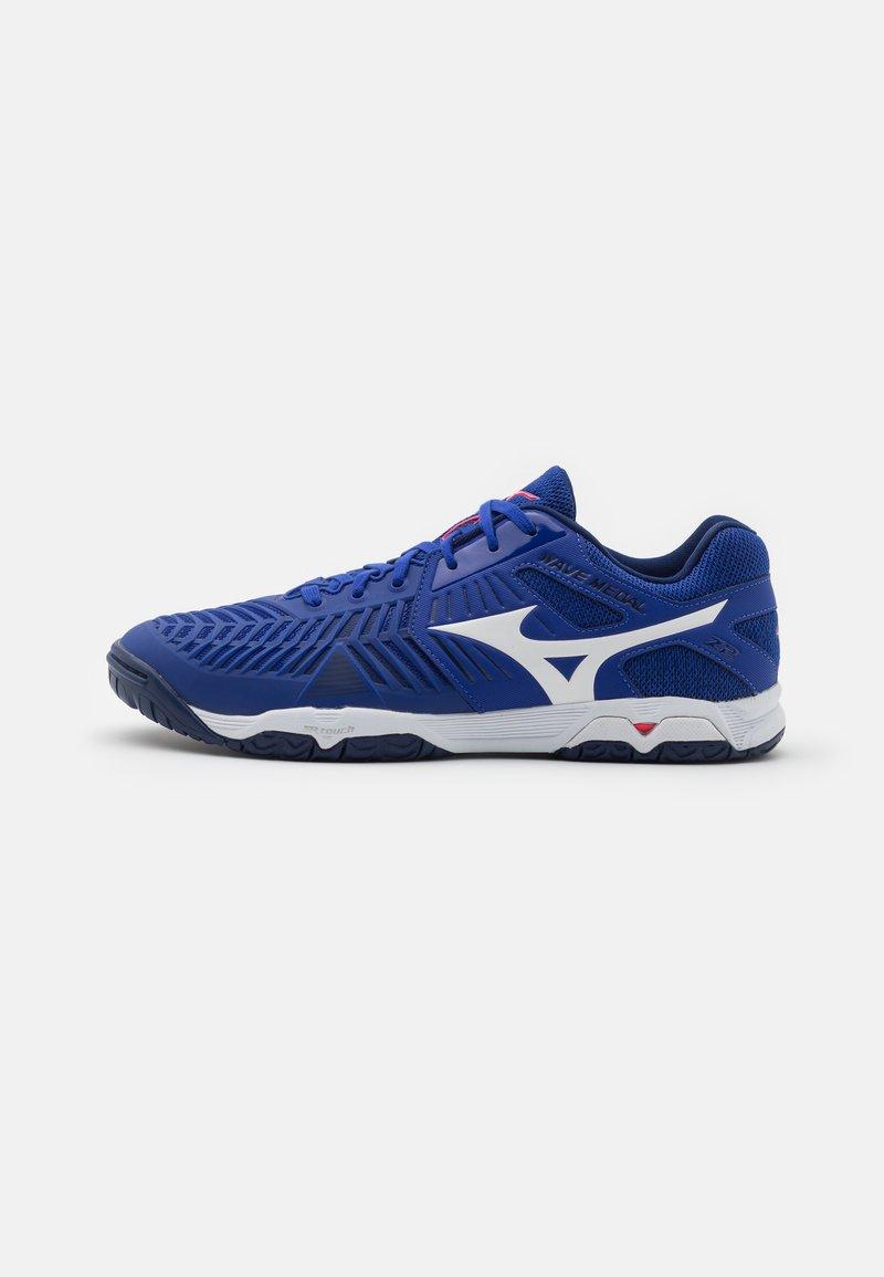 Mizuno - WAVE MEDAL Z2 - Handball shoes - reflex blue/white/diva pink