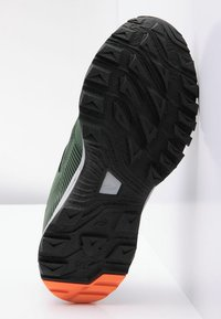 Haglöfs - TRAIL FUSE  - Hiking shoes - dk agave green/true black - 4