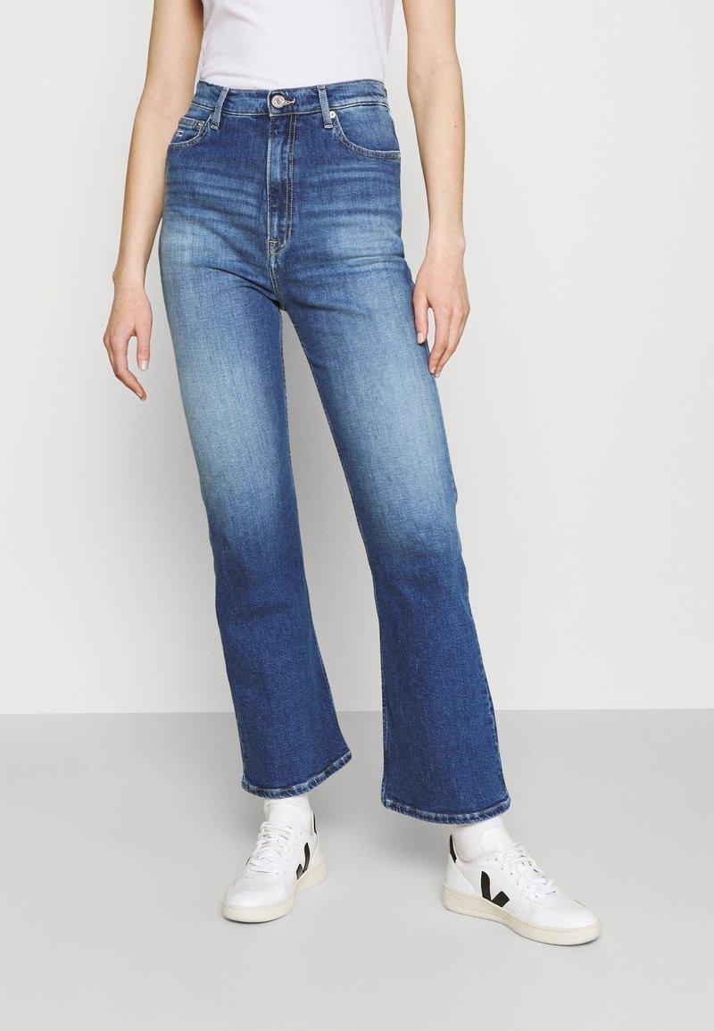 Tommy Jeans - HARPER FLARE ANKLE - Jean droit - dark-blue denim