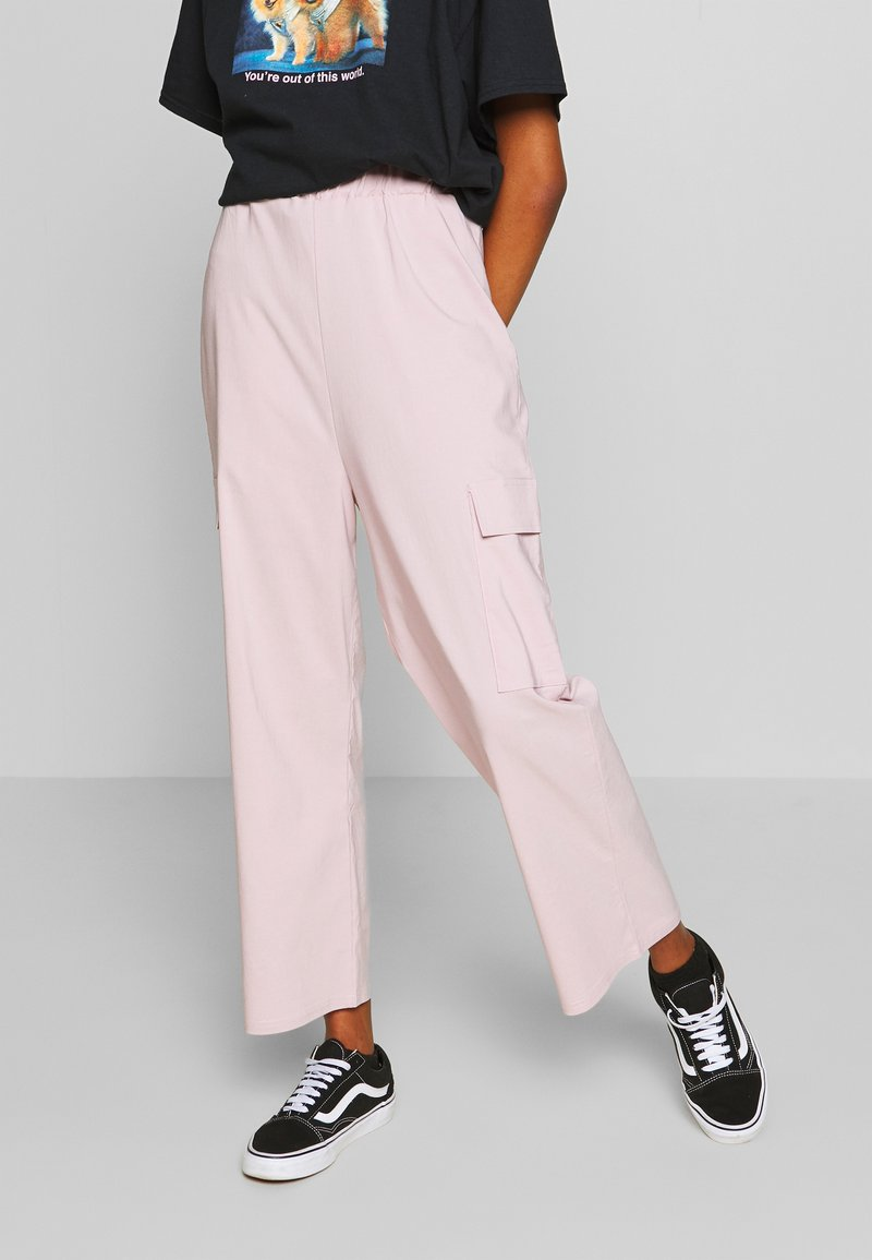 NEW girl ORDER - WIDE LEG CARGO TROUSERS - Kapsáče - pale pink