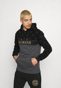 Glorious Gangsta - HERVOS OVERHEAD HOODIE - Hoodie - black - 0