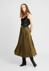 New Look - PLEATED MIDI - A-snit nederdel/ A-formede nederdele - dark khaki - 1
