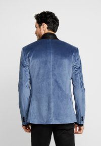 Isaac Dewhirst - TUX JACKET - Veste de costume - dusty blue