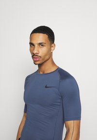 Nike Performance - T-shirts - mystic navy/black - 3