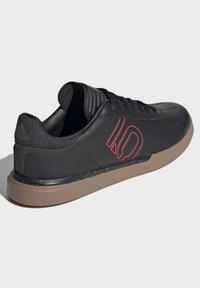 adidas Performance - FIVE TEN SLEUTH DLX MOUNTAIN BIKE SHOES - Cycling shoes - black - 3