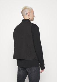 Mennace - CARGO POCKET UTILITY VEST - Waistcoat - black - 2