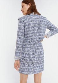 Uterqüe - MIT AUSGEFRANSTEN - Pleated skirt - blue - 2