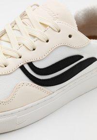 Genesis - SOLEY UNISEX - Sneakersy niskie - white/black - 5